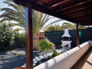 Giardino privato con piscina e barbecue